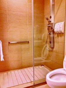 LoungeTPE Shower