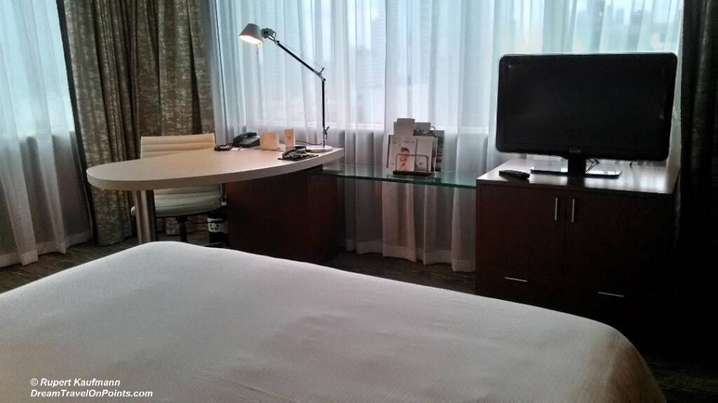 WAR Westin Bed2