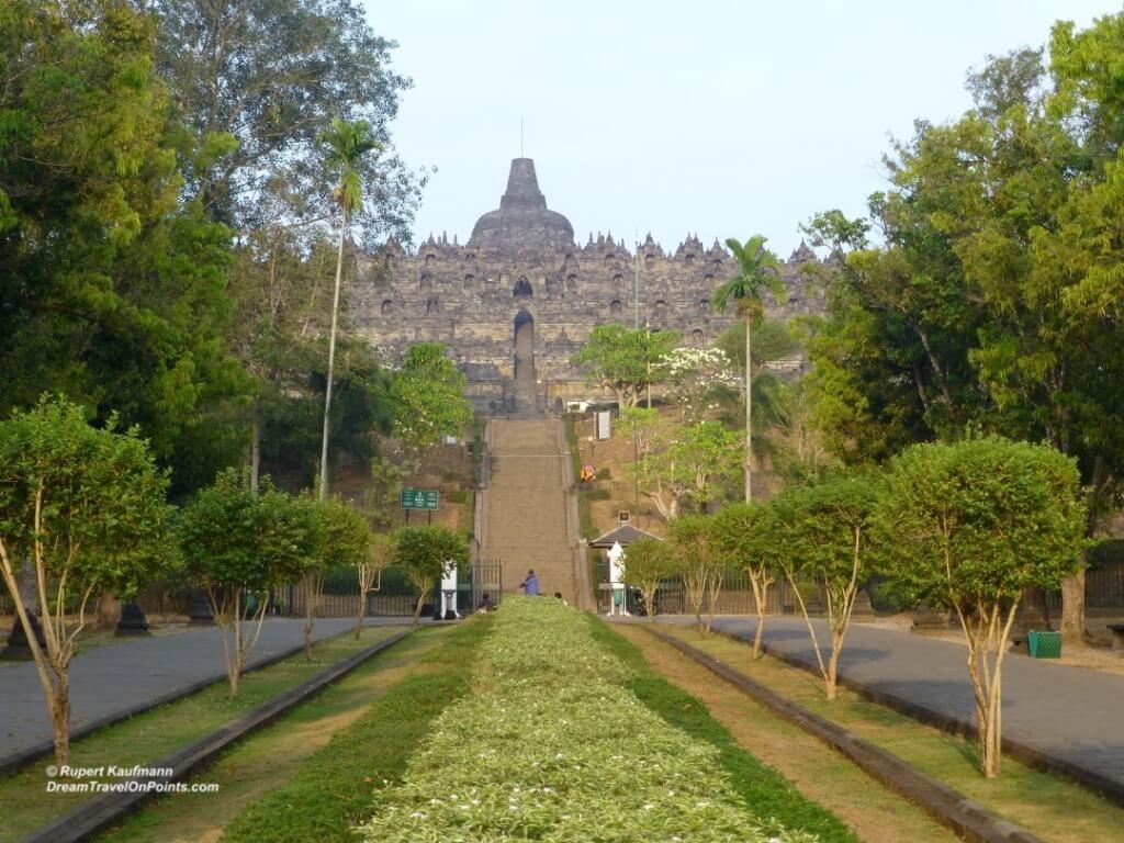 YOG Borobudur far