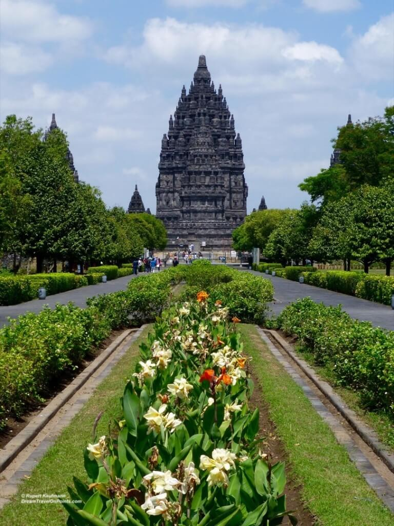 YOG Prambanan tower far 2